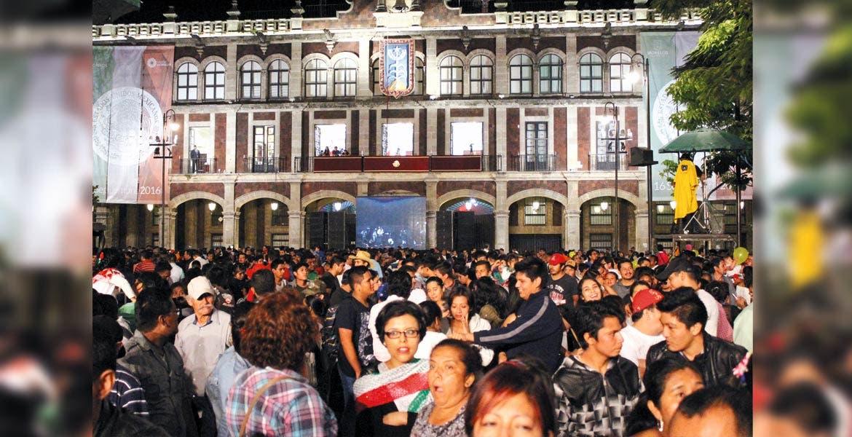 """Por lo menos 20 mil visitantes asistieron a dar el Grito de Independencia a Plaza de Armas """"Gral. Emiliano Zapata"""""""