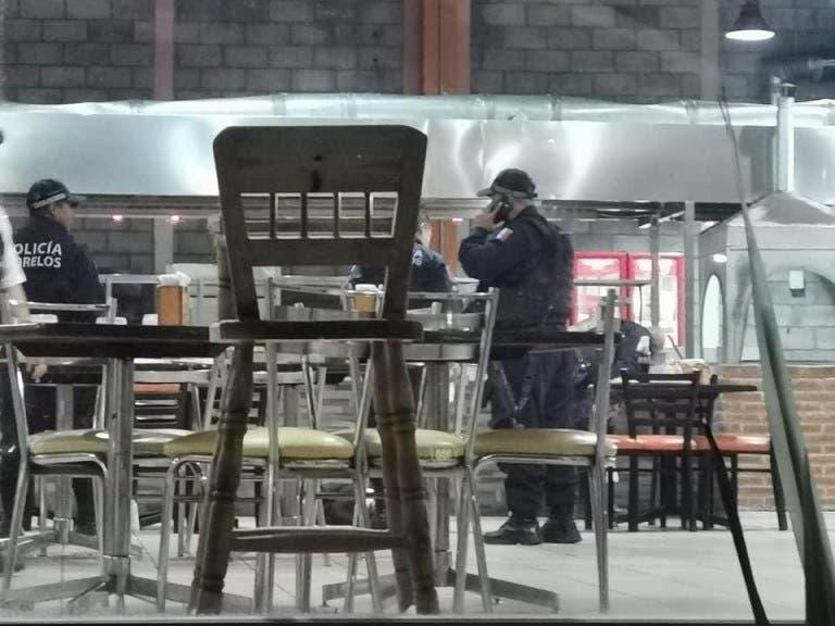Matan a 2 hombres a balazos en una conocida taquería de Temixco