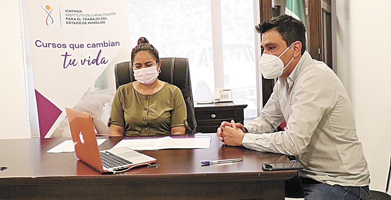 Capacitaciones. Estuvieron Patricia Coria Flores, directora del ICATMOR; Elías Morán Toledo, director de Vinculación y Armando Arvizu Aramburo, director general de LI Sky Guanajuato.