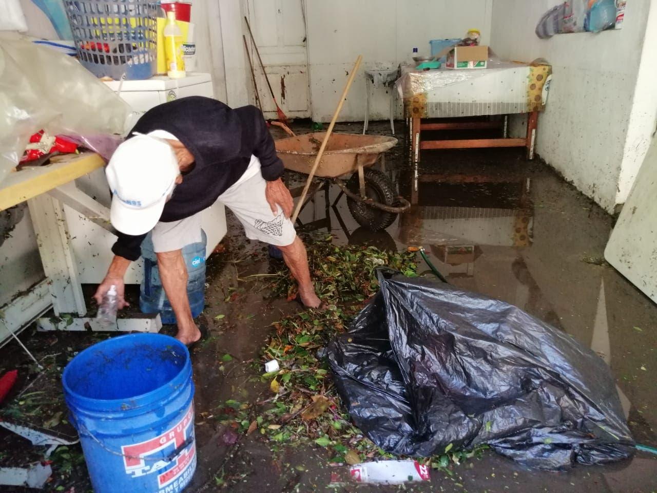 Más de 90 domicilios afectados por las lluvias de anoche