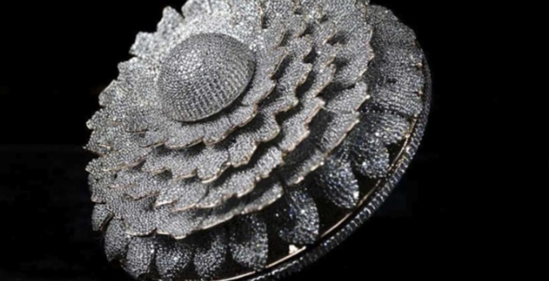 ¡Nuevo récord Mundial! Fabrican anillo con 12 mil 638 diamantes