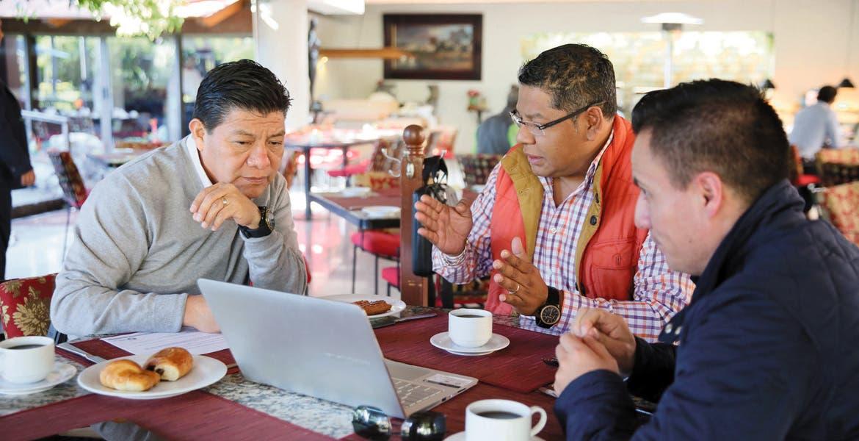 Encuentro. El secretario de Gobierno, Matías Quiroz Medina, se reunió con Adrián Pedroza, jefe de la unidad de Asuntos Jurídicos de la SCT y con el subsecretario Ricardo Robledo.