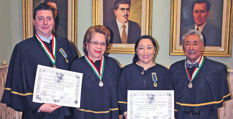 Humberto Fernández, Socorro Cortés, Itzel y Uriel Carmona.