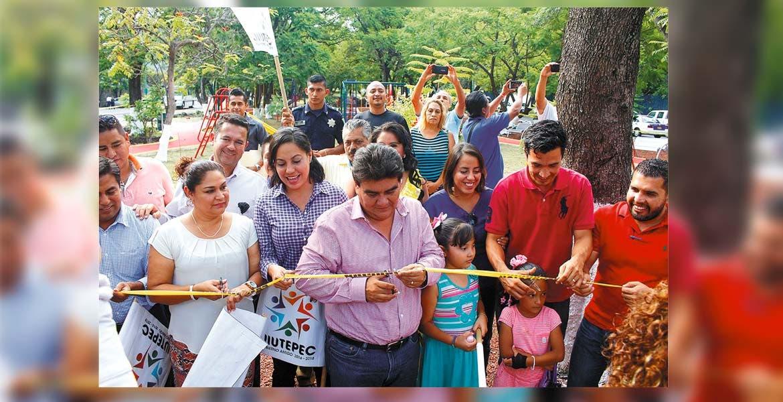 Abren. Manolo Agüero Tovar inauguró un parque que cuenta con juegos, gimnasio al aire libre, trotapista, diversos aparatos para ejercitarse, juegos infantiles, bancas, luminarias solares y plancha de concreto.