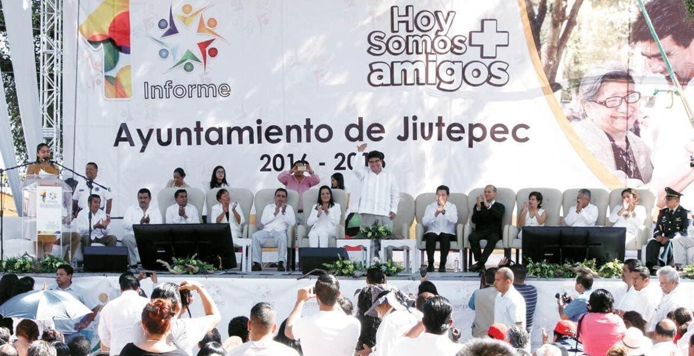 Evento. El alcalde José Manuel Agüero Tovar presentó su primer informe de gobierno, asegurando que este 2017 será de retos, pero se cumplirán las metas trazadas desde el inicio de su administración municipal.