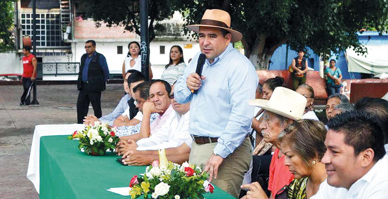 Apuestan. Agustín Alonso Gutiérrez señaló que van a adquirir otro autobús para apoyar a los estudiantes del Politécnico Nacional.