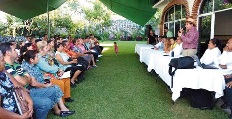 Acuerdo. Agustín Alonso Gutiérrez firmó un convenio de colaboración con comerciantes de dos mercados y un tianguis de Yautepec.