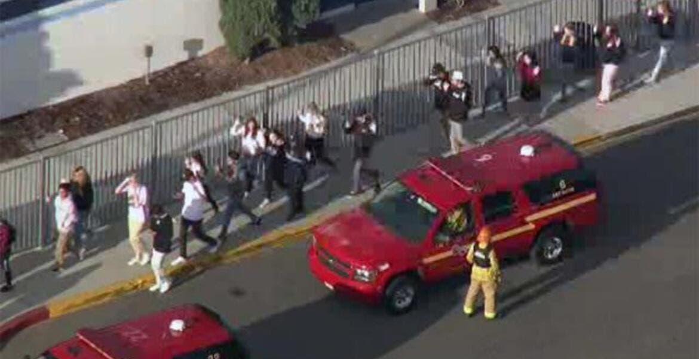 Al menos 3 heridos durante tiroteo en escuela de Los Ángeles, EU