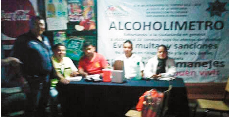 Surte efecto. Personal del programa Alcoholímetro no dejó que los choferes con más alcohol en la sangre se fueran manejando , por lo cual llamó a familiares de estos.