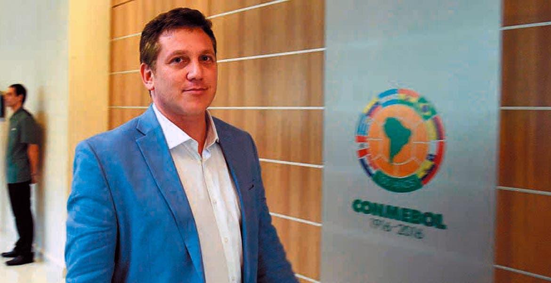 Duelo de titanes. El presidente de Conmebol cocina un choque entre campeón de Copa América y campeón de Eurocopa.