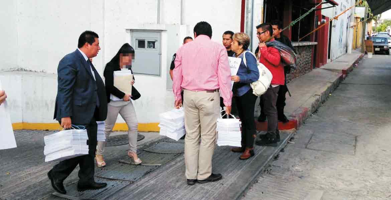 Señalan. La ex directora de Servicios Periciales, Ana Lilia, fue encarada por familiares de algunas víctimas quienes la responsabilizaron de las fosas de Tetelcingo.