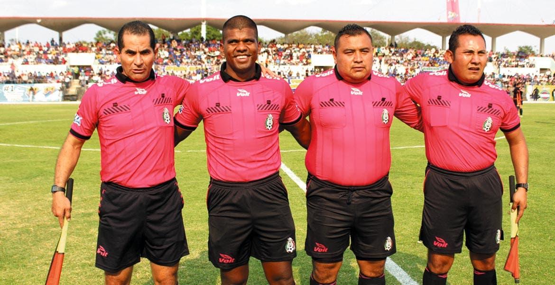 Adalid Maganda,  árbitro profesional.