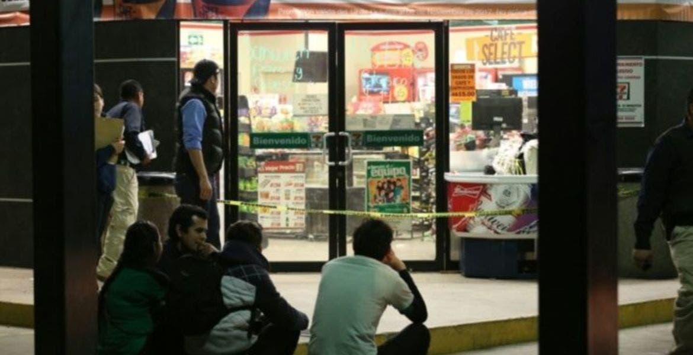 Ladrones se disfrazaron de cajeros del 7-Eleven para asaltar