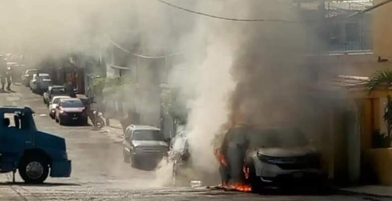 Ataca comando casa en Atlacomulco e incendia 2 autos