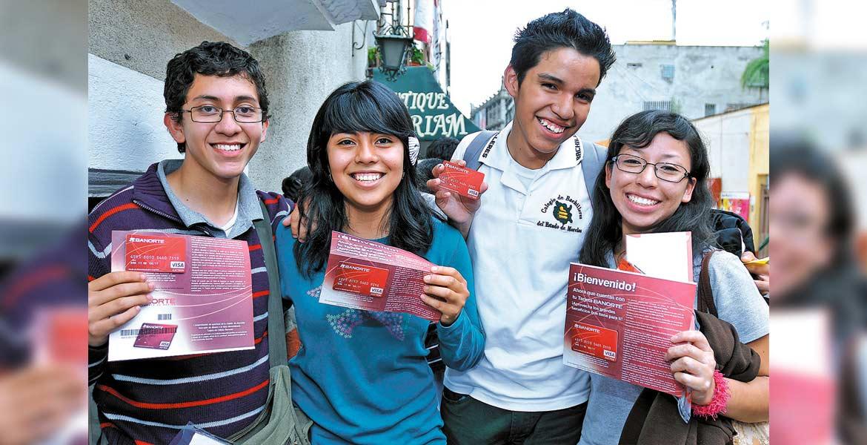 Atención. Invitan a los jóvenes a estar atentos de los avisos de la Secretaría de Educación a través de diferentes medios y redes sociales.