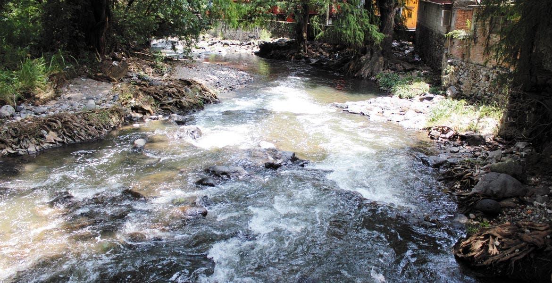 Crece corriente. Con las lluvias de los últimos días el nivel de ríos y barrancas ha aumentado considerablemente.