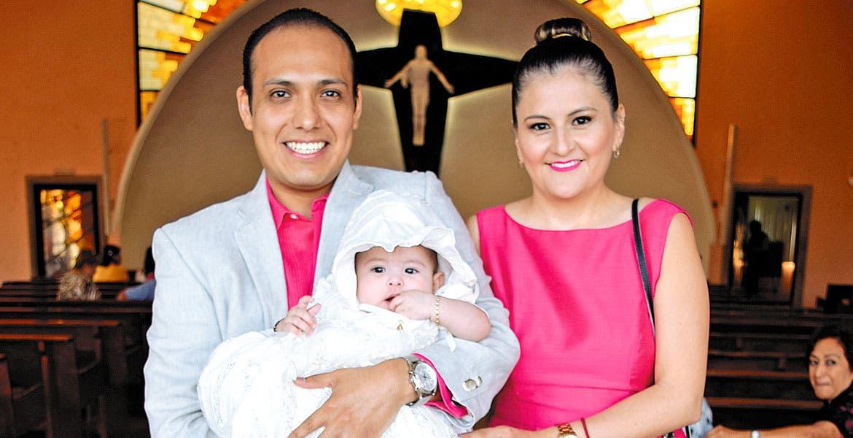 José Eduardo Espinoza, Dulce Flores y Nina Isabella Espinoza.