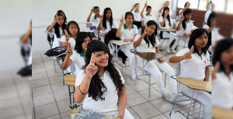 Aumento. Más de 50 mil alumnos reciben la Beca Salario, a cambio se organizan brigadas para realizar labor social.
