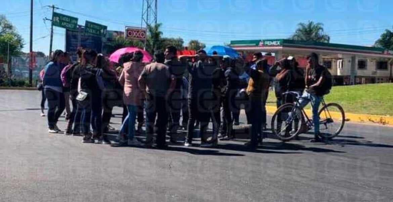 Bloquean carreteras por no alcanzar boletos para concierto de Carlos Rivera