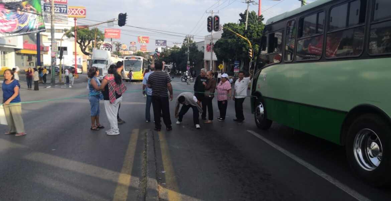 Bloquean por segundo día avenida Plan de Ayala, de Cueranvaca; exigen agua