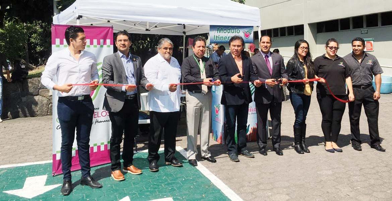 Colocan. Personal de la CDHEM instaló ayer un módulo itinerante en el hospital del IMSS de Plan de Ayala, en Cuernavaca.