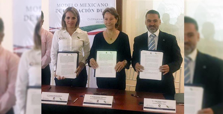 Firma. Autoridades educativas y de la Iniciativa Privada formalizan el compromiso.
