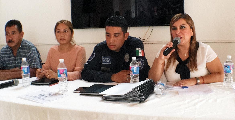 Evento. Durante la reunión se realizó la presentación oficial del encargado de la seguridad en el municipio, Valentín Román Ramírez