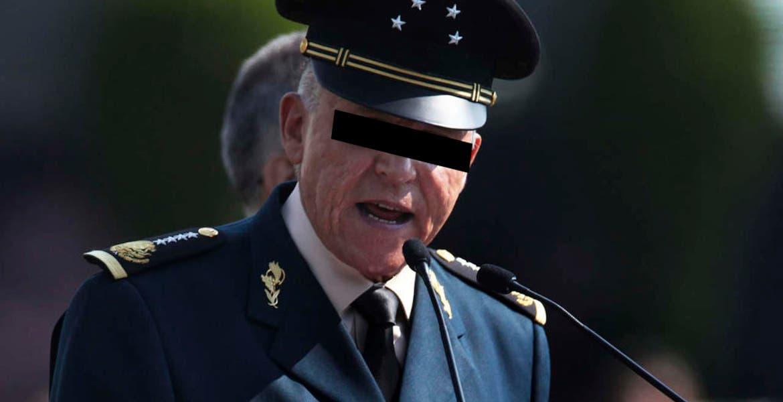 Le niegan fianza a Salvador Cienfuegos por riesgo de fuga