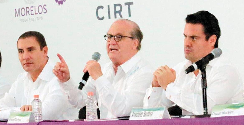 Invitados. Los gobernadores de Puebla y Jalisco, Rafael Moreno Valle y Aristóteles Sandoval, respectivamente, acompañaron a Graco Ramírez durante la primera jornada de la 89 Convención de la Cámara de la Industria de Radio y Televisión.