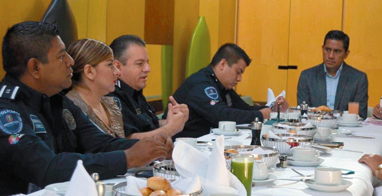 Analizan. Jesús Alberto Capella dialogó con la secretaria de Educación, Beatriz Ramírez para coordinar estrategias de seguridad.