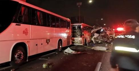 Camión de transporte público yautobúschocan en la México-Pachuca. Hay 10 muertos y 25 heridos