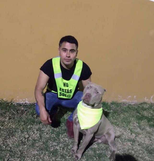 Joven y supitbull se ofrecen para proteger a vecinos