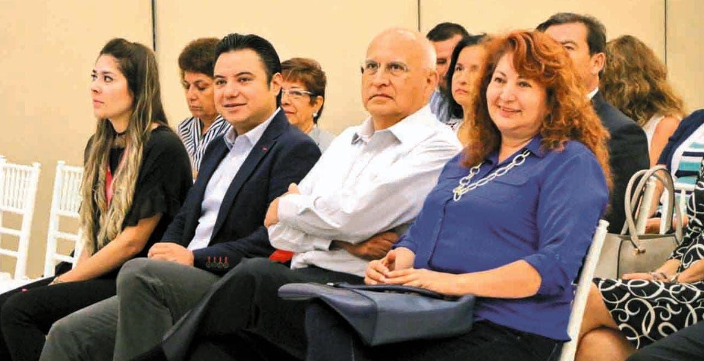 Asistencia. Empresarios atienden una conferencia impartida recientemente por el experto Carlos Miguel Barber Kuri.