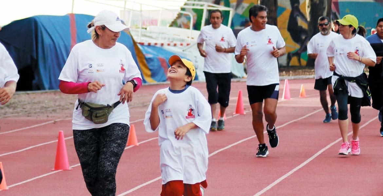 Deporte. En la Caminata por la Protección Civil participaron cientos de familias morelenses.
