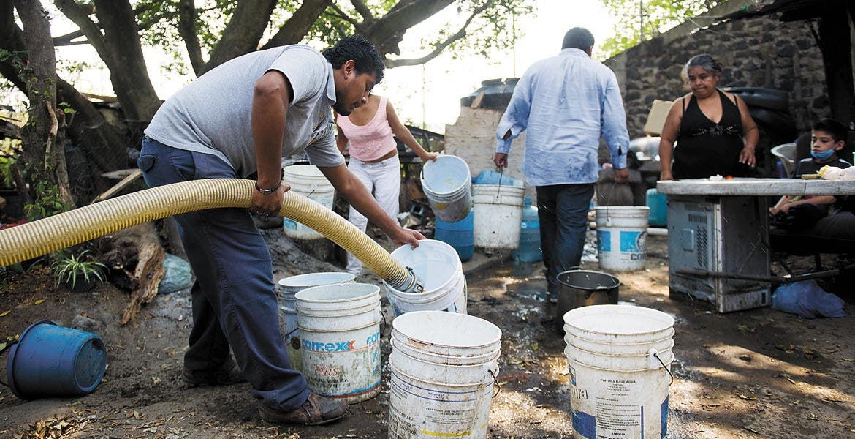 Estiaje. Piden a los habitantes que tengan listos los recipientes donde se les depositará el agua