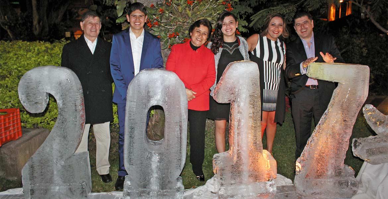 Luis y Emiliano Parra con María Eugenia Flores, Arantza, José Luis y Guadalupe Parra