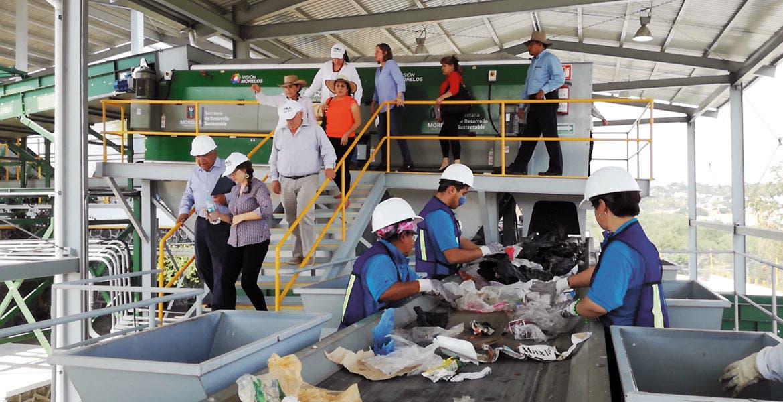 Recorrido. Autoridades ambientalistas del sureño país de Chile visitaron Morelos para ser informadas de los programas y estrategias que la entidad lleva a cabo para el mejor aprovechamiento de los residuos.