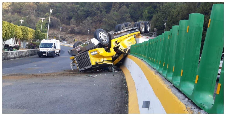 Cierran autopista México-Cuernavaca por volcadura de tráiler, dirección CDMX