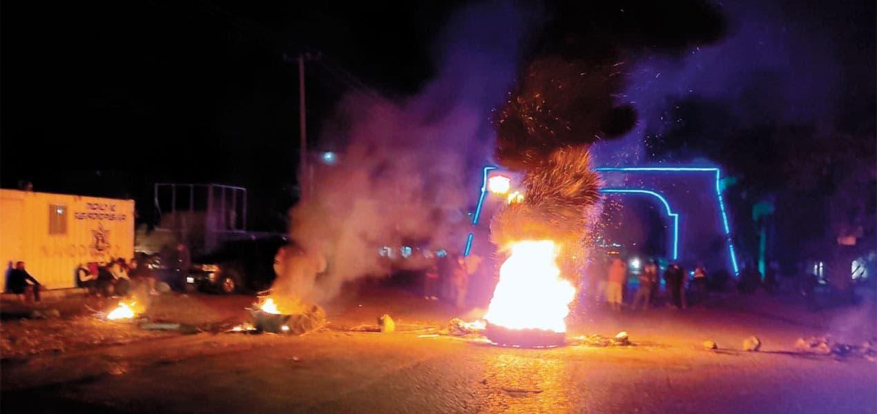 Bloquean acceso en Jonacatepec
