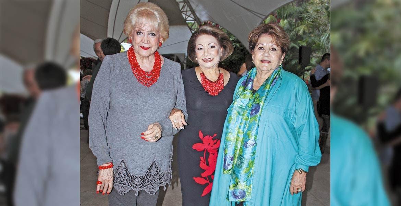 Irma Chida, Elvia Magdaleno y Pita Monter.