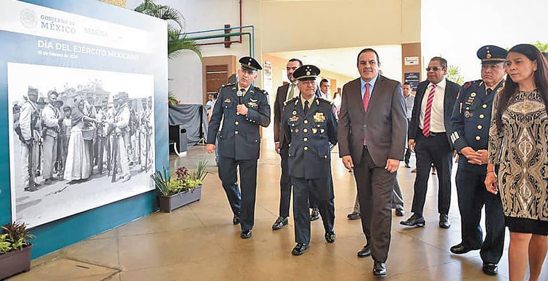 Conmemoran El Ejército En Fotografías