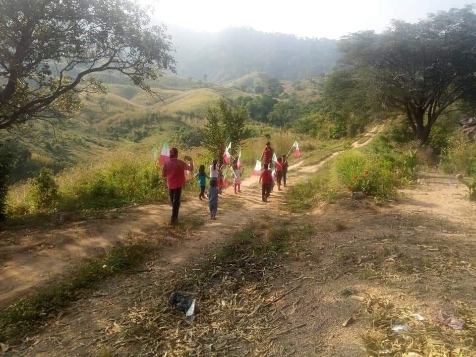 Conmovedor desfile por la Revolución en comunidad de Chiapas