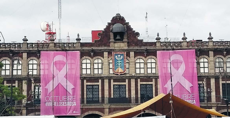 """Acciones. Edificios públicos se unen a las actividades del """"mes rosa"""" en solidaridad y acciones de prevención del cáncer de mama entre la población morelense."""