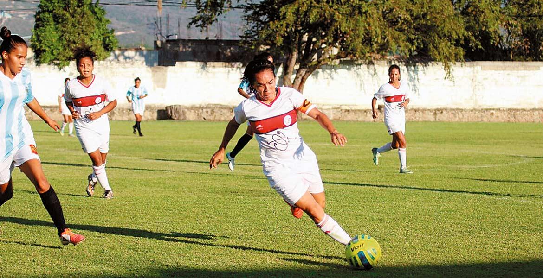 Su motor. Mónica Ocampo sigue mostrando todo su talento en los juegos de la Copa Morelos Femenil.