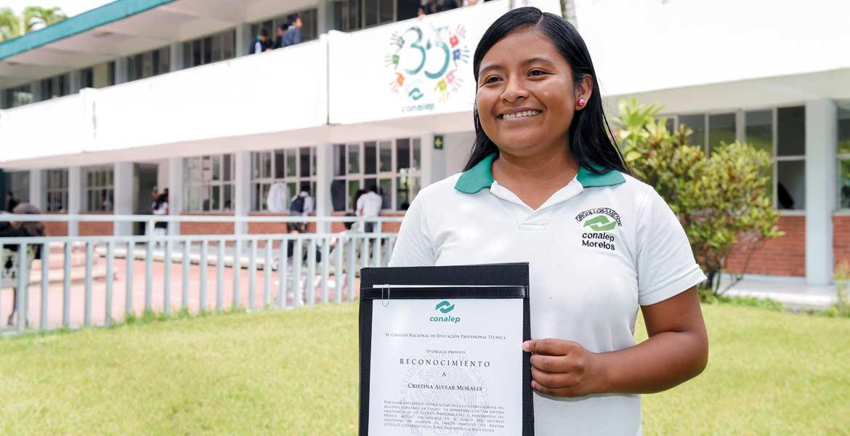 Ganadora. Cristina Alvear Morales obtuvo el primer lugar en el concurso de ensayo organizado por el Sistema Conalep a nivel nacional.
