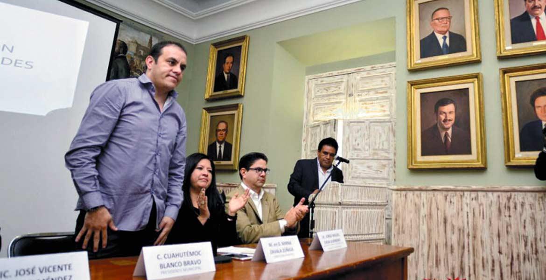 Curso. El alcalde Cuauhtémoc Blanco durante la puesta en marcha de la capacitación a trabajadores municipales.