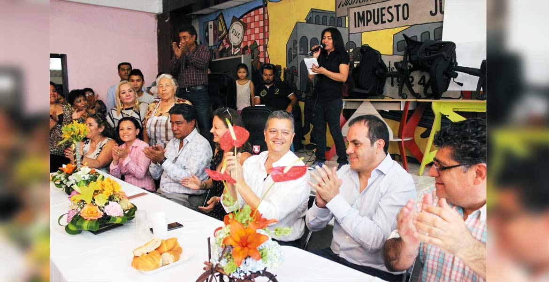 Convivio. Con palabras de agradecimiento y deseos de éxitos para 2017, inició el convivio de los comerciantes con el alcalde Cuauhtémoc Blanco.