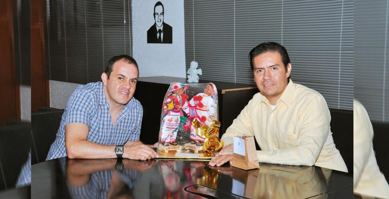 Encuentro. Cuauhtémoc Blanco recibió en su oficina al alcalde de Ixtlán del Río del Estado de Nayarit, José A. Alvarado Valera, quien compartió experiencias como presidente municipal.