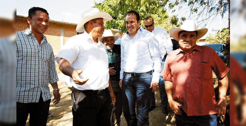 Diálogo. Cuauhtémoc Blanco se reunió con productores de aguacate en Buena Vista del Monte, con quienes se comprometió a trabajar de manera coordinada.
