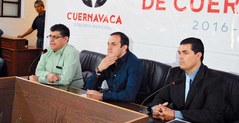 Rueda de prensa. El alcalde Cuauhtémoc Blanco presentó documentos para desmentir información que circula en internet.